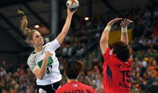 Deutschlands Alicia Stolle (l.) setzt sich gegen Südkoreas Eunhye Kang durch. (Foto)