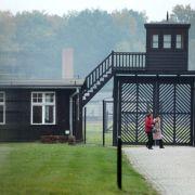 Nackt-Kunstaktion in KZ-Gaskammer sorgt für Entrüstung (Foto)