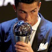 Cristiano Ronaldo abermals zum Weltfußballer des Jahres gekürt (Foto)