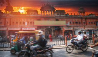 Ein Motorradfahrer aus Indien wurde von einer Metallstange aufgespießt. (Symbolbild) (Foto)