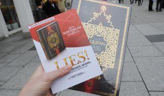 """Nachdem die Koran-Verteilaktion """"Lies!"""" verboten wurde, findet die Missionierung vermehrt im Verborgenen statt. (Foto)"""