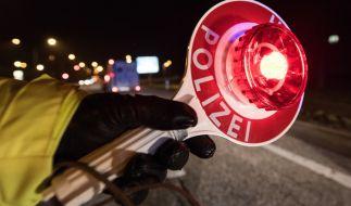 Ein Autofahrer lieferte sich in Sachsen-Anhalt eine ungewöhnliche Verfolgungsjagd mit der Polizei (Symbolbild). (Foto)