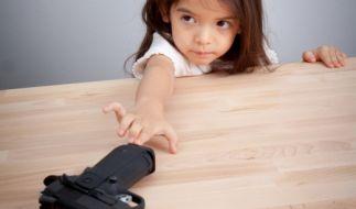 Ein zwei Jahre altes Mädchen wurde in den USA beim Spielen versehentlich von einem Geschwisterkind erschossen (Symbolfoto). (Foto)