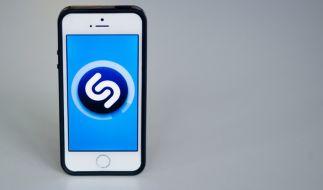 Die Musikerkennungs-App Shazam gehört nun offiziell zu Apple. (Foto)