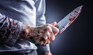 Ein junger Mann aus Berlin wurde beim Versuch, seiner von Verbrechern bedrohten Mutter zu helfen, kaltblütig erstochen (Symbolfoto). (Foto)