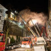 Großbrand! Feuerwehr kämpft weiter gegen Flammen (Foto)