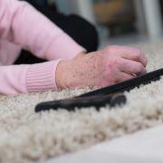 93-Jährige von Polizei brutal aus eigener Wohnung gezerrt (Foto)