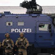 Wirbel um Schriftzug in Anti-Terror-Fahrzeug der Polizei (Foto)