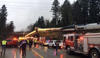 Im US-Bundesstaat Washington ist ein Personenzug von einer Brücke auf eine Autobahn gestürzt. (Foto)