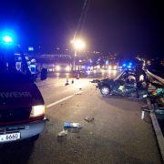 Horror-Crash auf A3! 2 LKW rasen in Unfallstelle (Foto)
