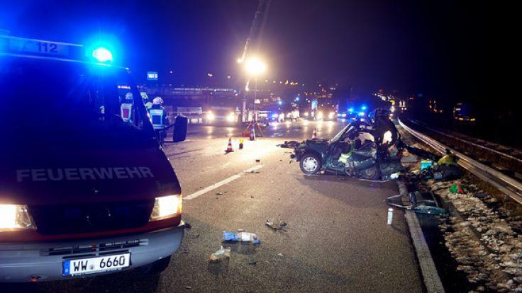 Bei einem Unfall auf der A3 starben zwei Personen. (Foto)