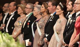 Wölbt sich da ein Bäuchlein unter dem Kleid von Prinzessin Sofia von Schweden? (Foto)