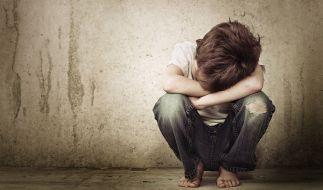 Fast 600 Mal soll ein Vater seinen Sohn sexuell missbraucht haben (Symbolbild). (Foto)