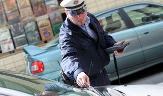 Weil in seiner Straße Knöllchen verteilt wurden, rastete ein Mann völlig aus (Symbolbild). (Foto)
