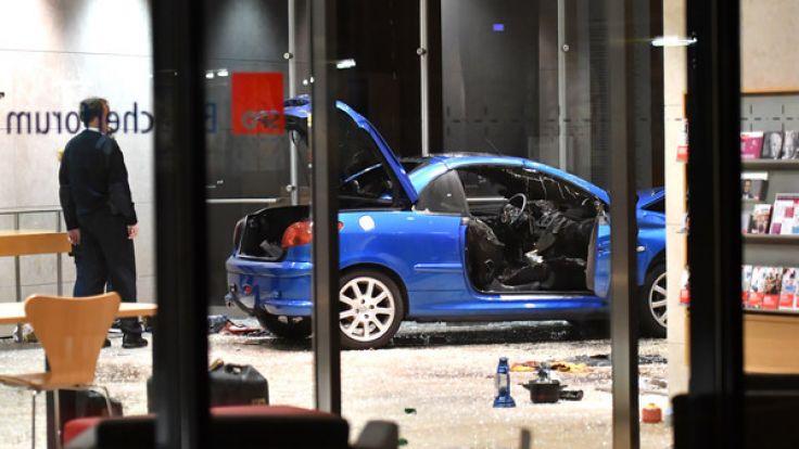 Am Heiligabend krachte ein Auto in die SPD-Parteizentrale in Berlin. (Foto)