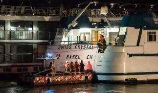 Ein Hotelschiff ist in Duisburg gegen einen Brückenpfeiler gefahren. (Foto)