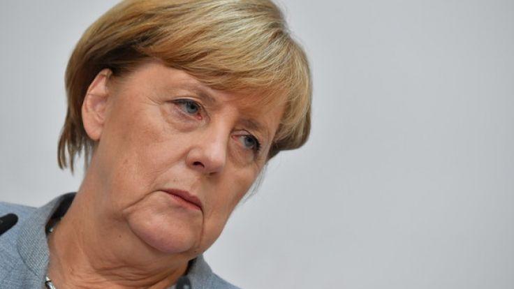 Jeder Zweite ist einer Umfrage zufolge für einen vorzeitigen Abgang der Bundeskanzlerin. (Foto)