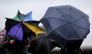 Regen und Sturm könnten den Silvester-Spaß trüben. (Foto)