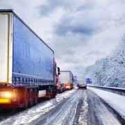 Tragisches Unglück! Lkw-Fahrer von eigenem Fahrzeug zerquetscht (Foto)