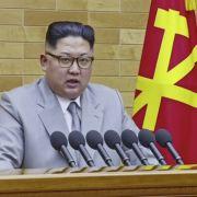 """Nordkoreas Machthaber hat den Finger schon am """"Atomwaffen-Knopf"""" (Foto)"""