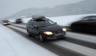 Die Skier können in einer speziellen Dachbox oder auf einem Dachgepäckträger verstaut werden. (Foto)