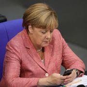 Postet die Kanzlerin bald selbst auf Twitter? (Foto)