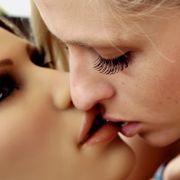 Hier schläft Pornostar mit Sexroboter (Foto)