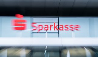 Landkreise fordern Gebührenerhöhung bei der Sparkasse, um Filialschließung aufzuhalten. (Foto)