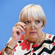 AfD will Bundestagsvizepräsidentin Roth absetzen lassen (Foto)