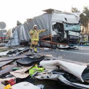 Horror-Crash in Baustelle! Mehrere Verletzte und 1 Toter (Foto)
