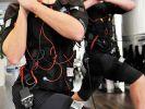 Beim EMS-Training werden die Work-Outs mit Reizstrom kombiniert. (Foto)