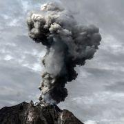 Sumatra-Vulkan spuckt meterhohe Aschesäule (Foto)