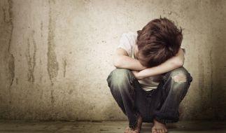Ein 9 Jahre alter Junge wurde in Freiburg von seiner eigenen Mutter an Vergewaltiger verkauft (Symbolfoto). (Foto)