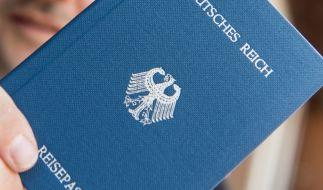 """Ein Heft mit dem Aufdruck """"Deutsches Reich Reisepass"""". (Foto)"""