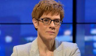 Die saarländische Ministerpräsidentin Annegret Kramp-Karrenbauer wurde bei einem Autounfall verletzt. (Foto)