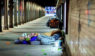 In Berlin ist es zu einem gewaltsamen Angriff auf drei Obdachlose gekommen (Symbolbild). (Foto)