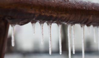 Frostige Temperaturen in Sibirien wurden einem 26-Jährigen zum Verhängnis: Er starb an einer Dachrinne hängend als menschlicher Eiszapfen (Symbolfoto). (Foto)
