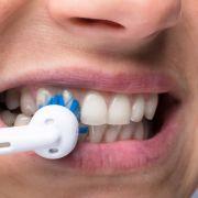 Frau mit Zahnbürste sexuell belästigt (Foto)