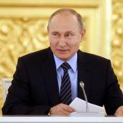 Bärenstark! Putin planscht nackt im Eiswasser (Foto)