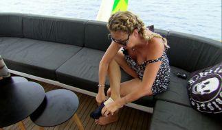 Carmen Geiss drückt der Schuh. (Foto)