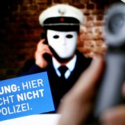 Falscher Polizist raubt Senioren aus (Foto)