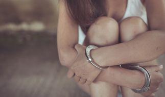 Ein Pärchen aus Großbritannien beutete eine junge Frau über Monate sexuell und finanziell aus. (Foto)