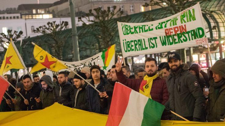 Kurden demonstrieren gegen Militäroffensive in Syrien