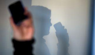 Die Anzahl der heimlichen Handy-Überwachungen durch Sicherheitsbehörden steigt rapide an. (Foto)