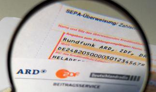 Das öffentlich-rechtliche Angebot der ARD und der Umgang mit den GEZ-Gebühren der Zuschauer kommen in einem aktuellen Bericht der Expertenkommission KEF nicht gut weg (Symbolbild). (Foto)