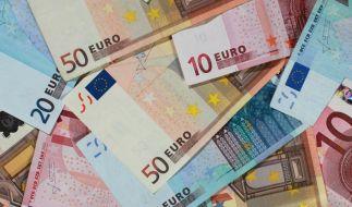 Ein Renter in Herne ist von einem Trickbetrüger um knapp 51.000 Euro geprellt worden. (Symbolbild) (Foto)