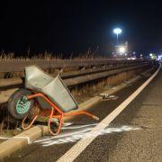 Autobahn-Drama! Mann mit Schubkarre auf Autobahn totgefahren (Foto)