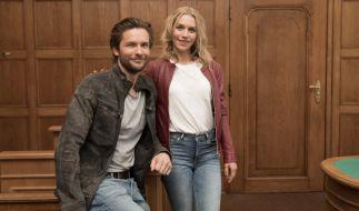 """Bert Tischendorf und Julia Dietze stehen für die neue RTL-Serie """"Beck is back!"""" vor der Kamera. (Foto)"""