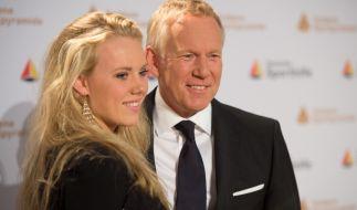 """Moderator Johannes B. Kerner und seine Tochter Emily Becker-Kerner bei der Verleihung der """"Goldenen Sportpyramide"""". (Foto)"""