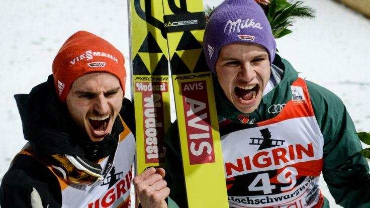 Richard Freitag (l) und Andreas Wellinger (r) starten voller Enthusiasmus ins Skispringen auf der Mühlenkopfschanze in Willingen.